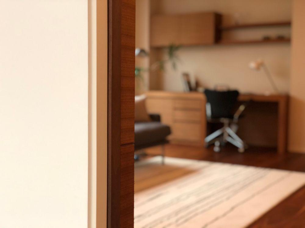 書斎のある部屋の壁