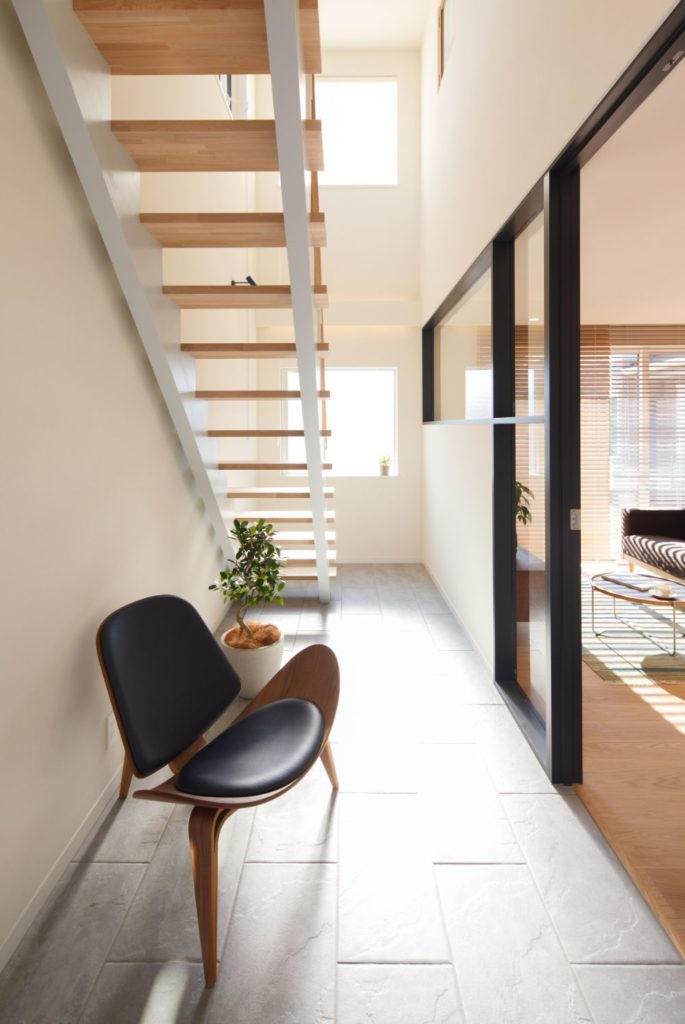 LDK空間と廊下を分けるように設置された土間空間
