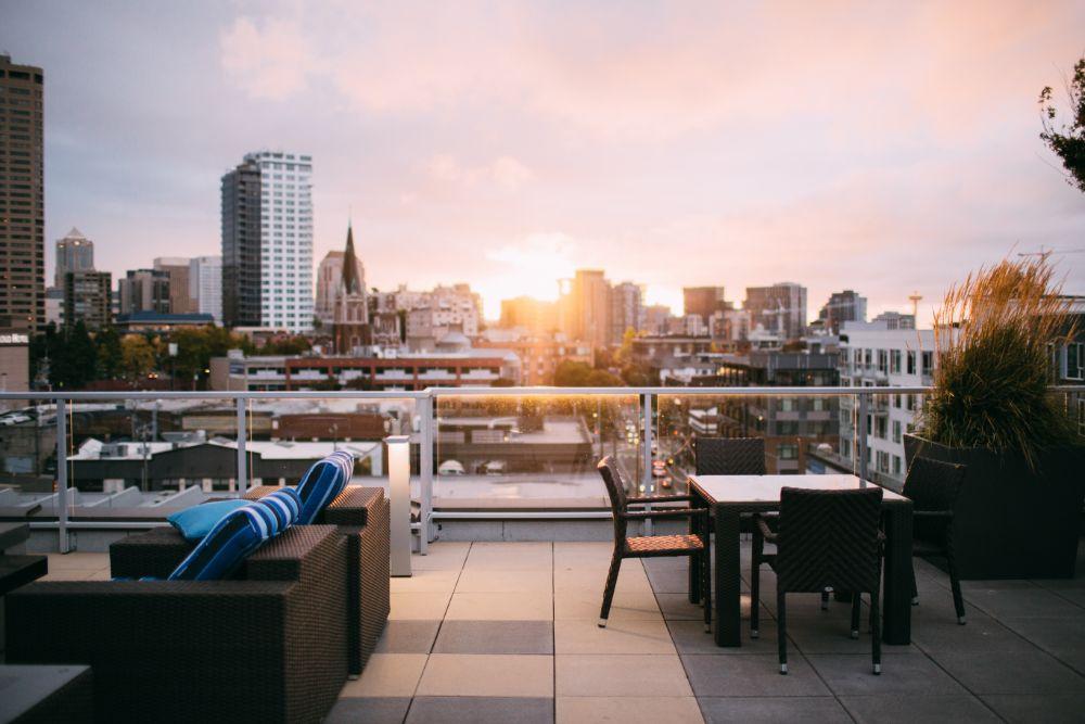 夕日のきれいな景色のいいルーフテラス