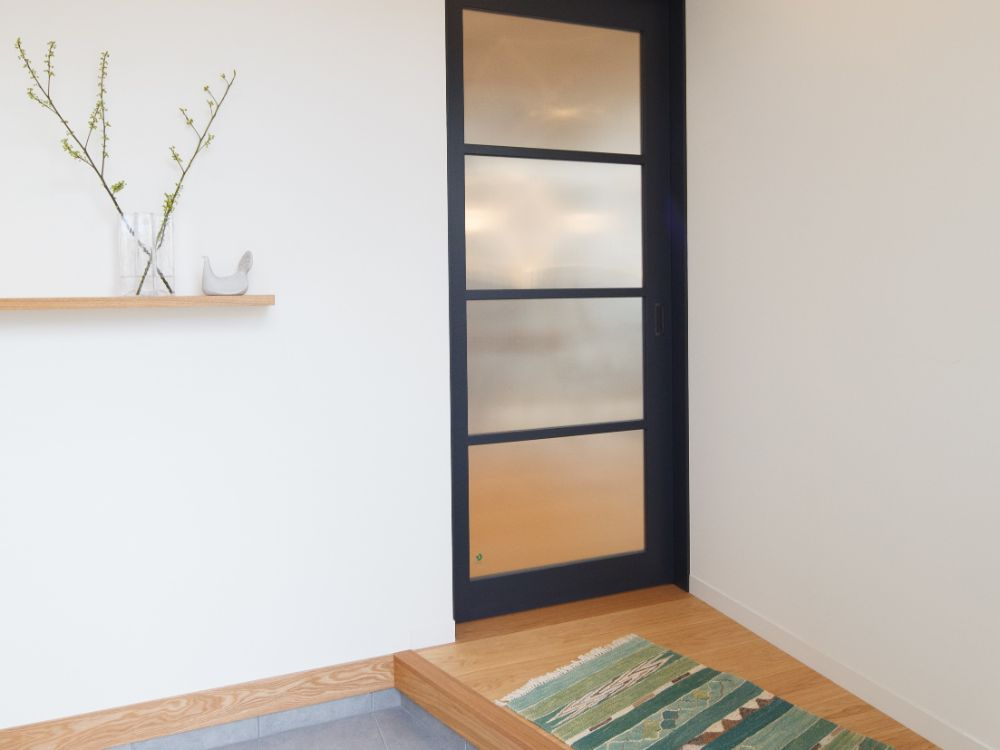 シンプルな植物の置かれた玄関