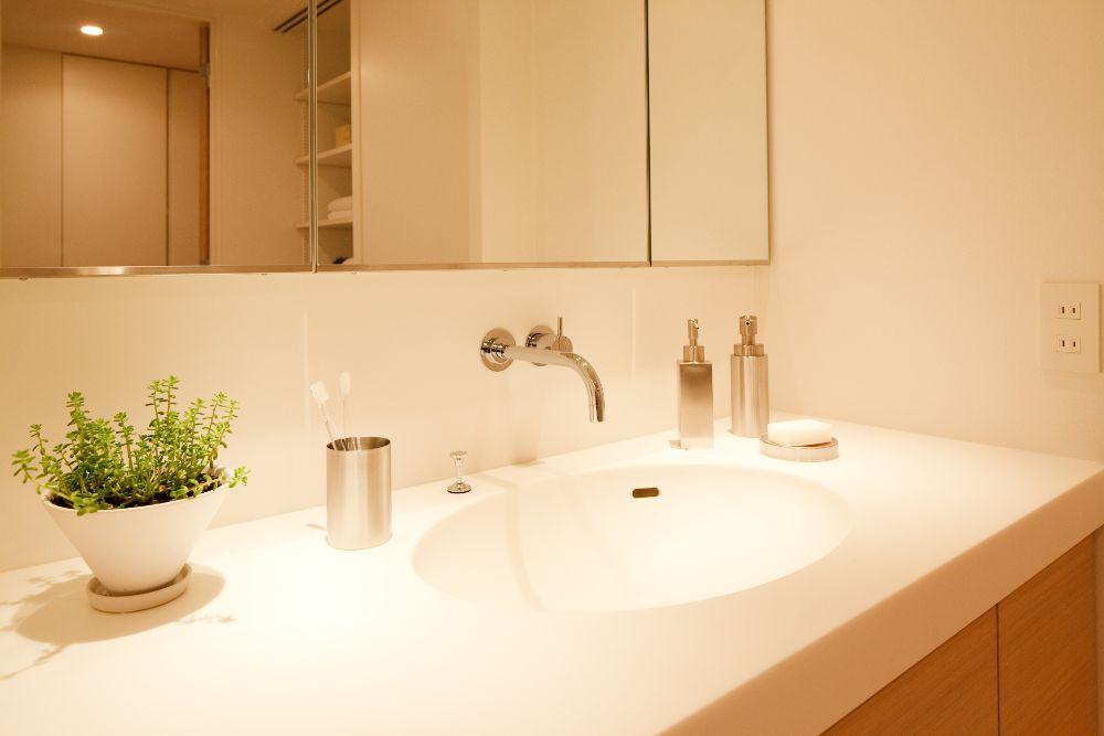真っ白なきれいな洗面台