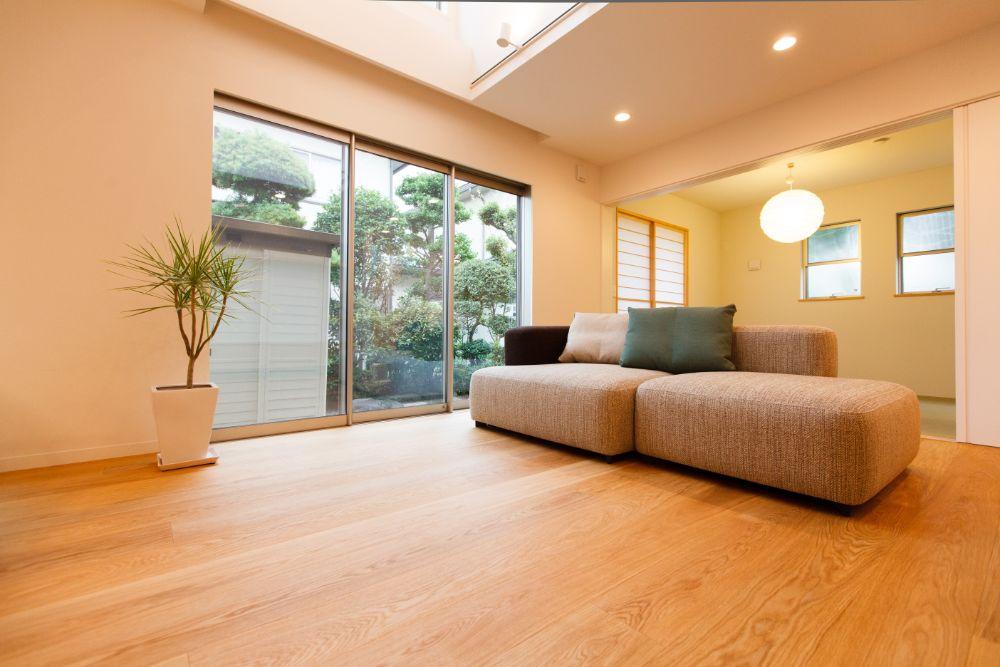 和室に合うデザインの照明をつるした家
