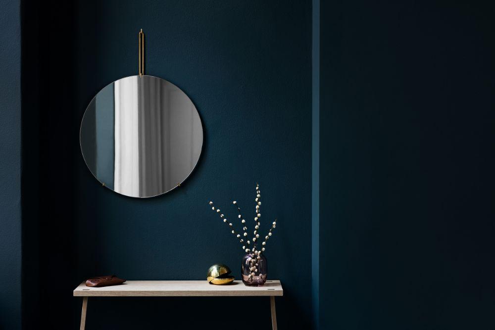 丸い大きな壁掛けの鏡