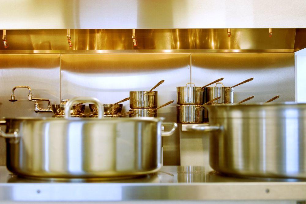 ステンレスキッチンとステンレス調理機器