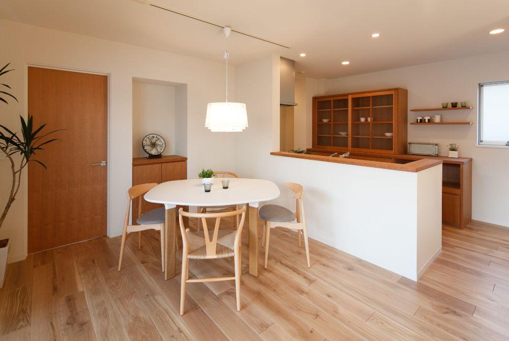 木製のあk具と合わせたアナログテーブル