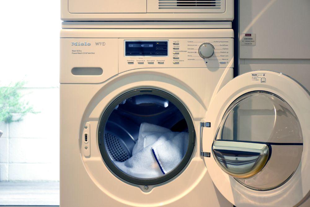 タオルの入った洗濯乾燥機
