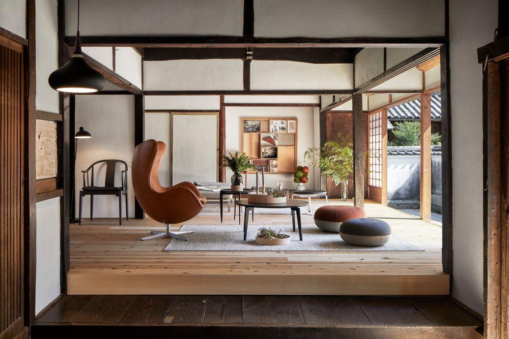 和風建築に合わせられたフリッツハンセンの家具