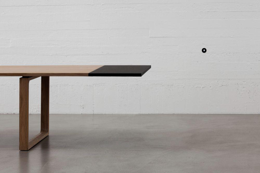 エクステンションリーフを設置したエッセイテーブル