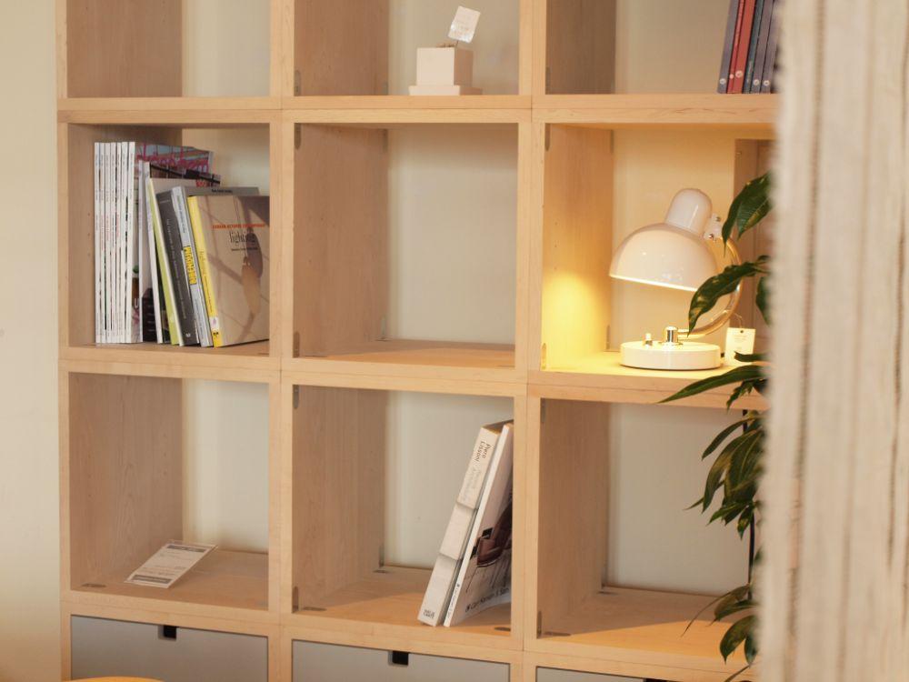 北欧風なシンプルなデザインの棚