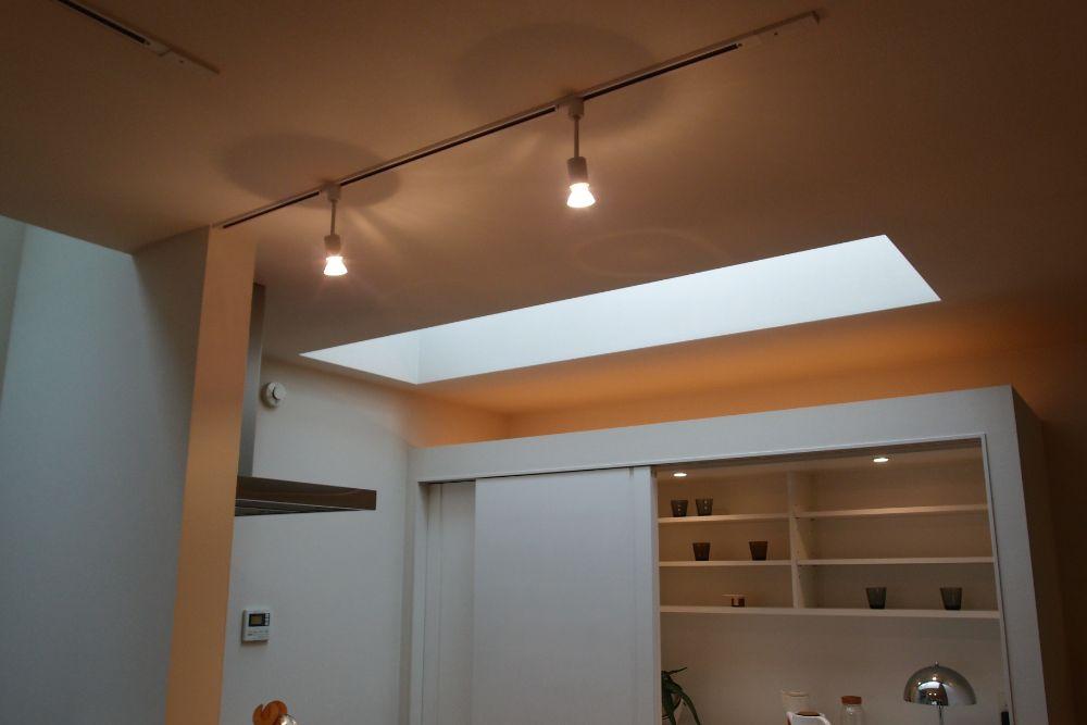 キッチンを照らすスポットライト