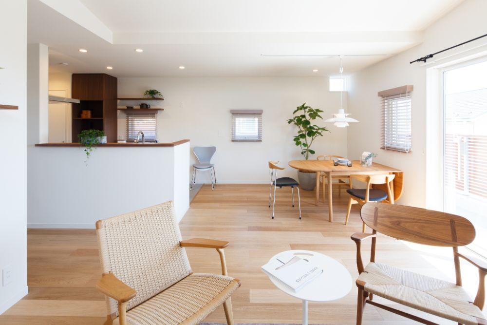 家具の置かれたリビング空間