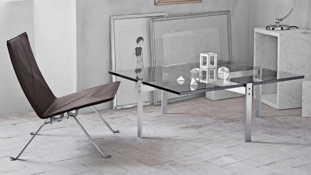 ガラス製のコーヒーテーブル