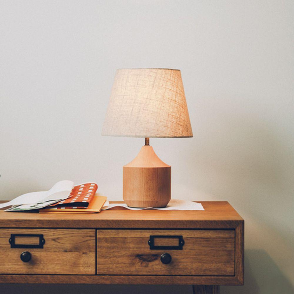 ファブリックシェードのテーブルランプ