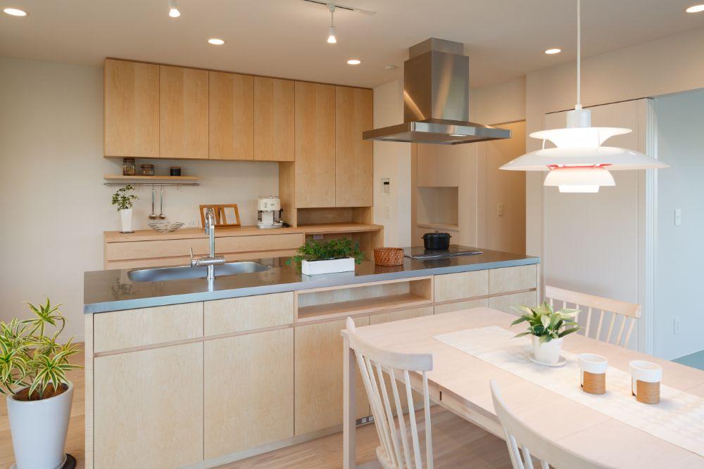 明るい開放感のあるアイランドキッチン
