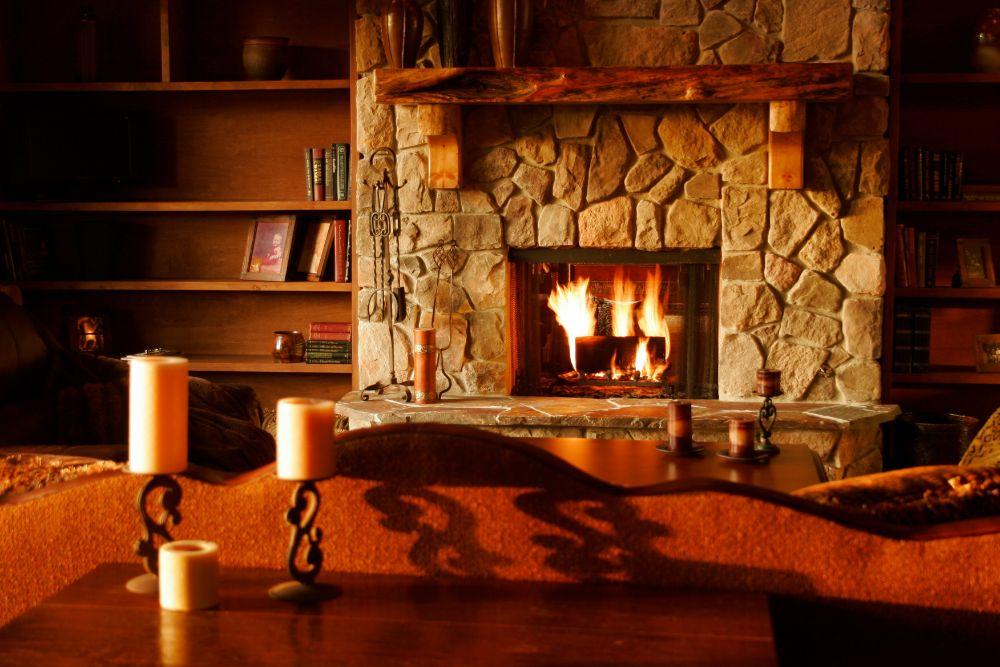 石が積まれている暖炉