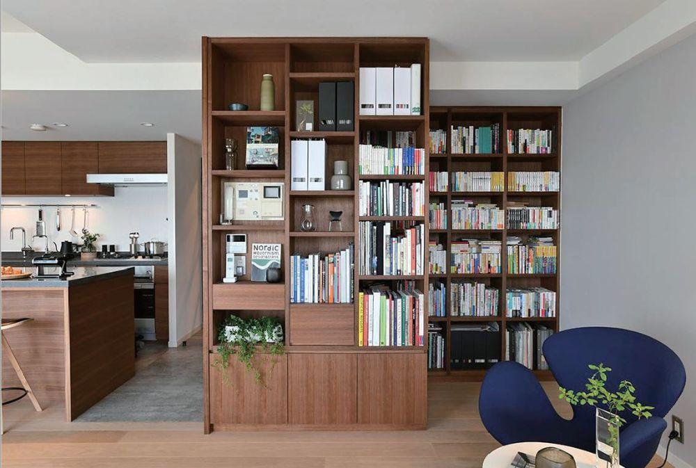きっちりと整頓された本棚