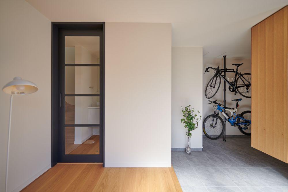 自転車の収納スペースとして活用されている玄関土間