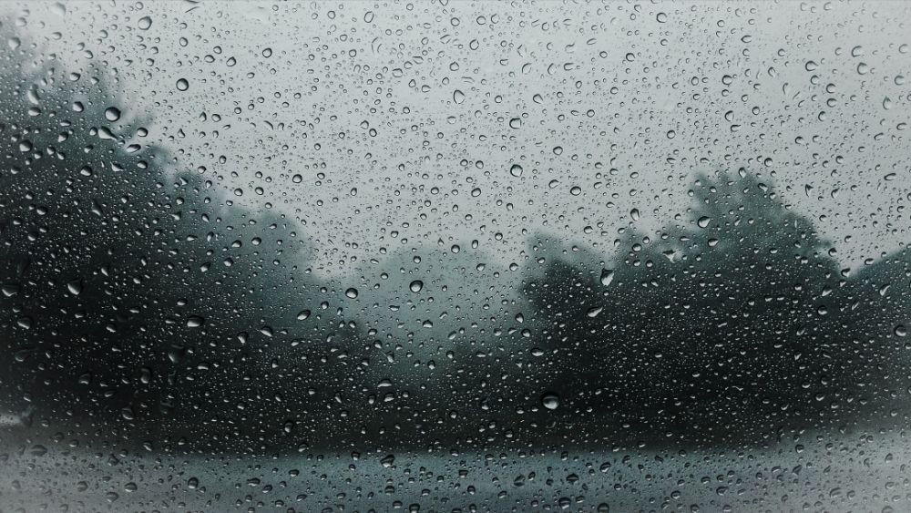 滴が付いている窓ガラス