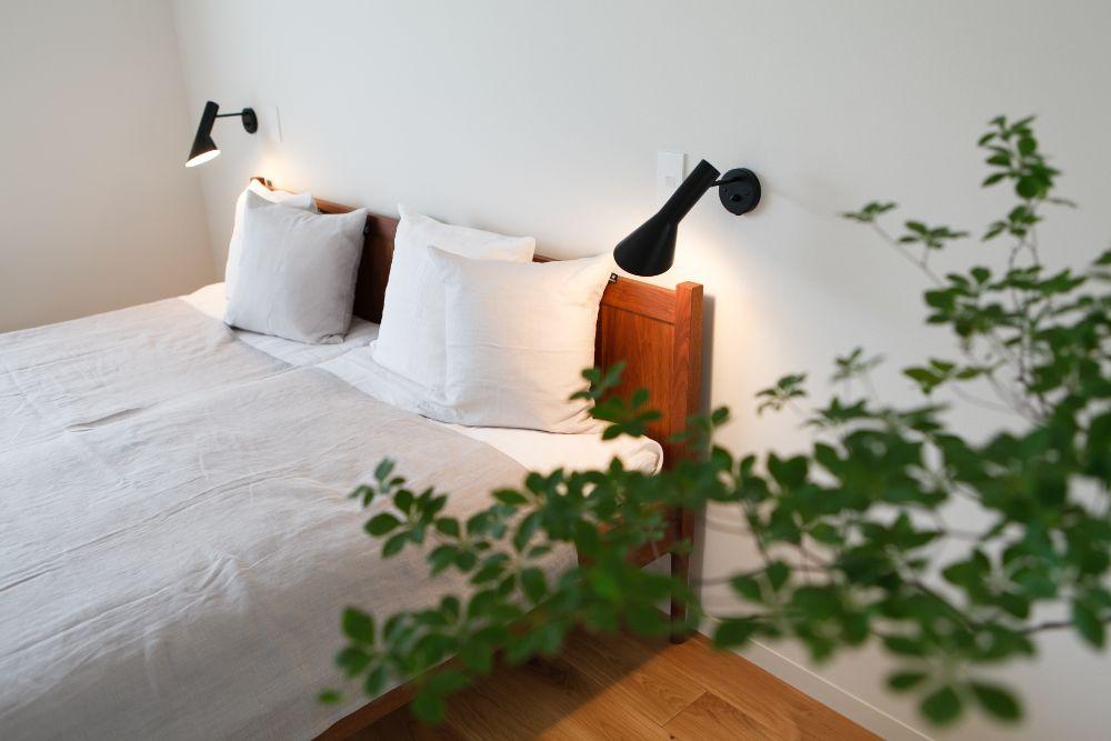 観葉植物がある寝室