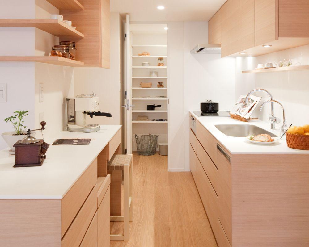 パントリーのあるキッチン