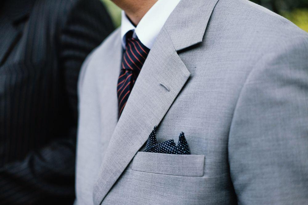 スーツを着た人