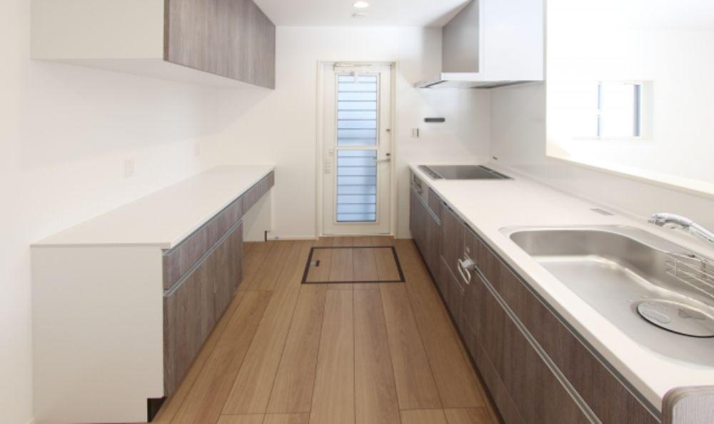 床下収納のあるキッチン