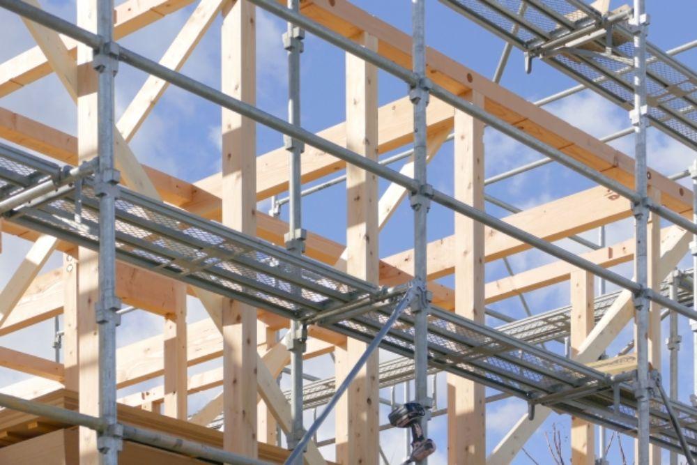 建設中の木造住宅の骨組