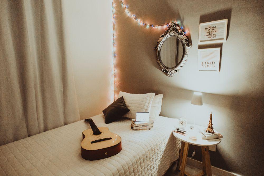 ギターの置かれた部屋