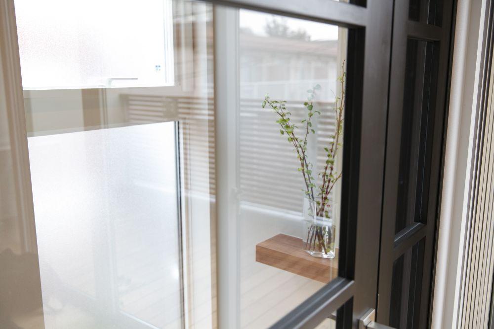 ガラス戸で仕切られた空間