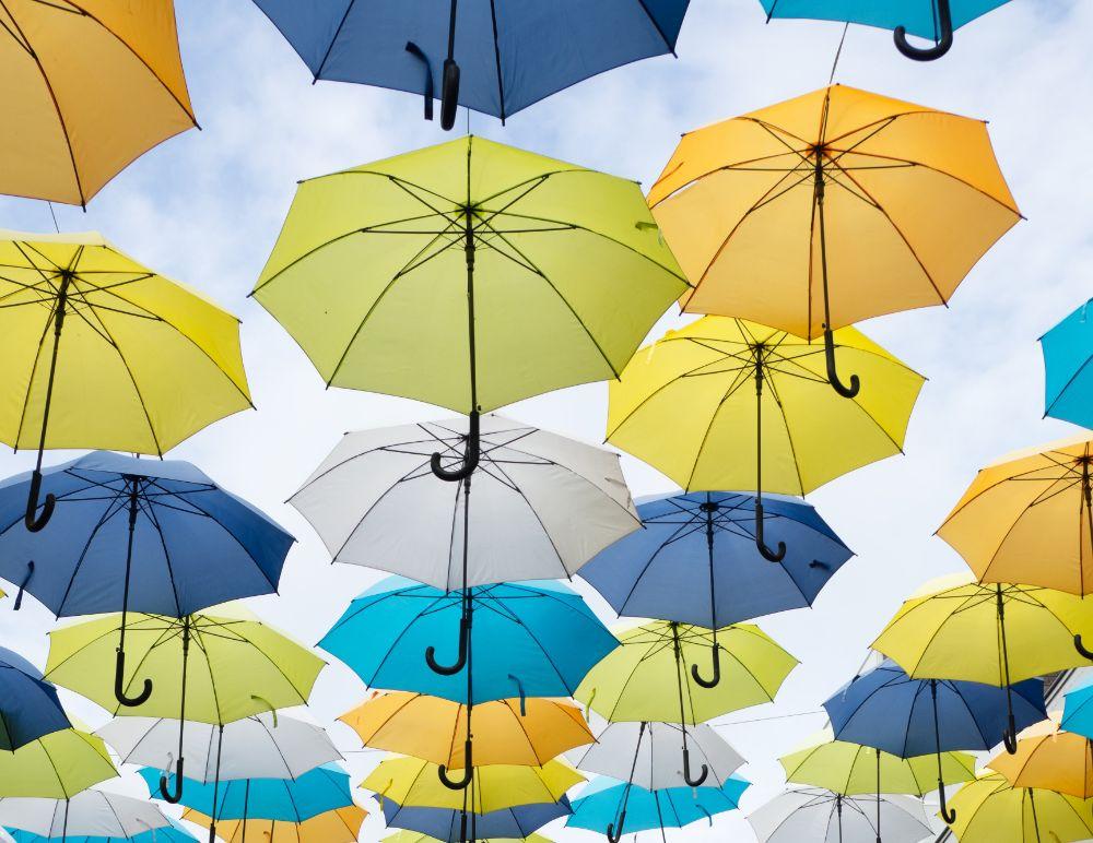 傘が吊られている様子