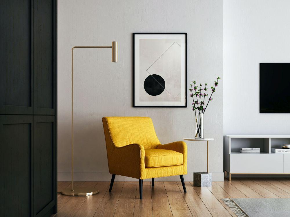 黄色のソファがアクセントの空間