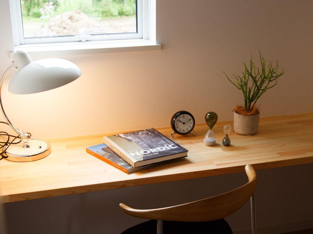 窓際の勉強机
