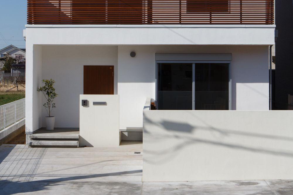 シンプルな玄関アプローチ