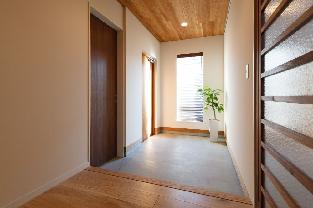 土間コンクリートの玄関