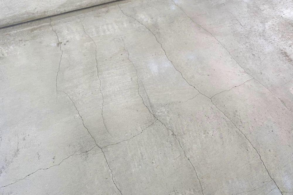 土間コンクリートのひび