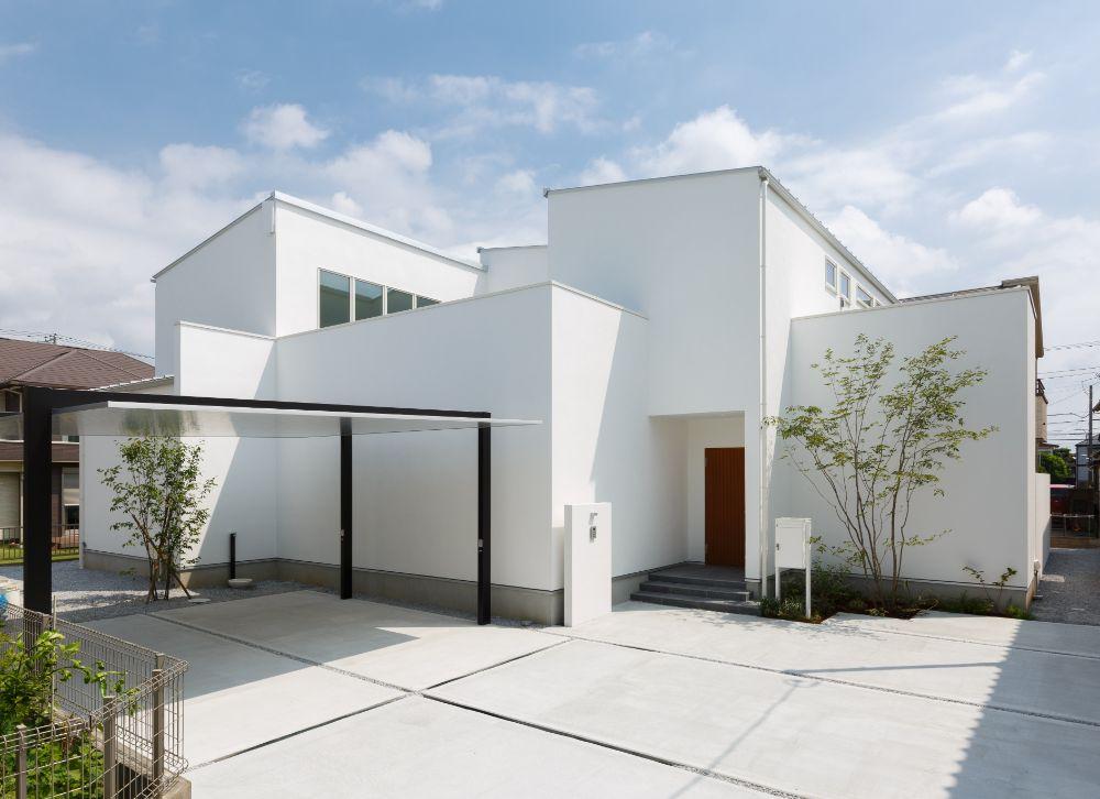 土間コンクリートの玄関アプローチ