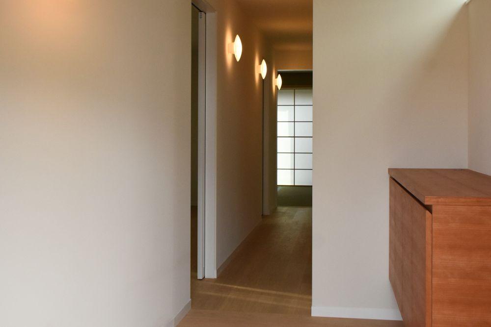間接照明のある廊下