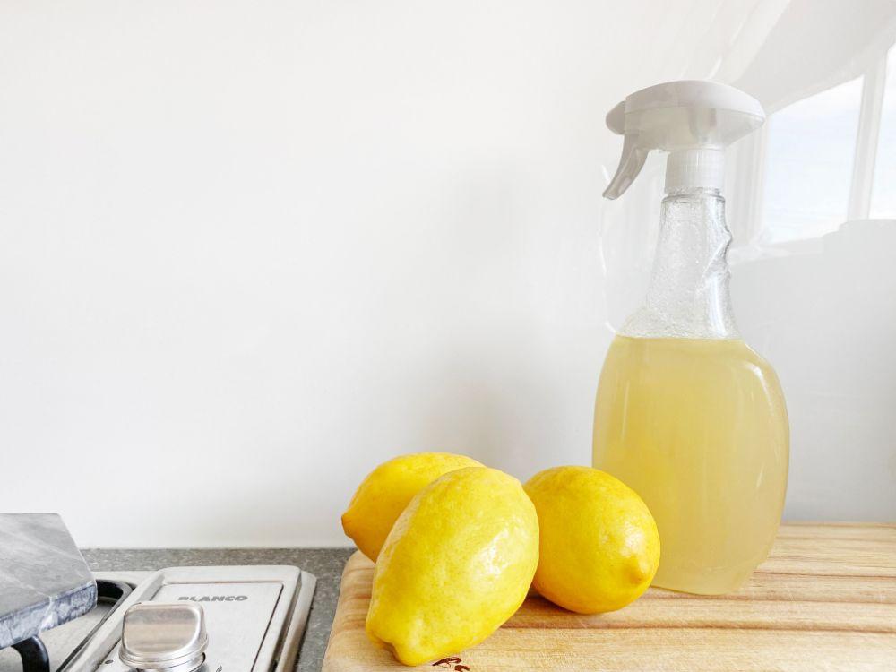 クエン酸スプレーとレモン