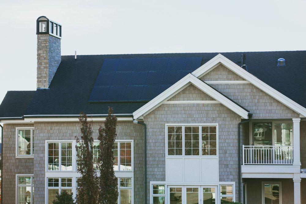 ソーラーパネルのついた住宅