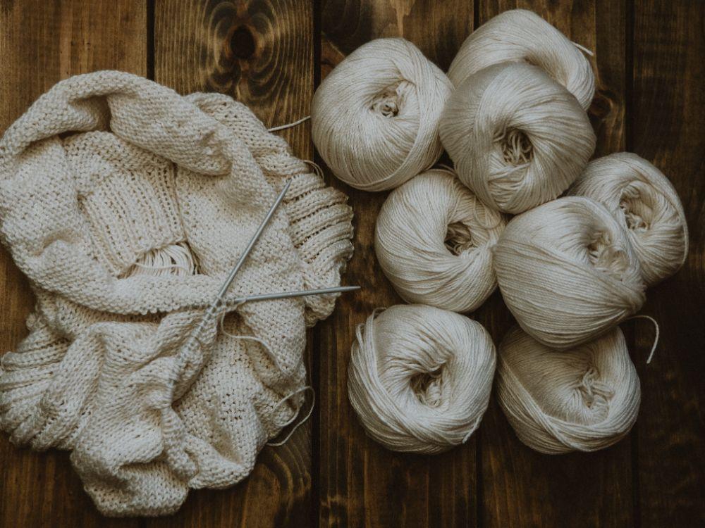ウールで編まれたセーター