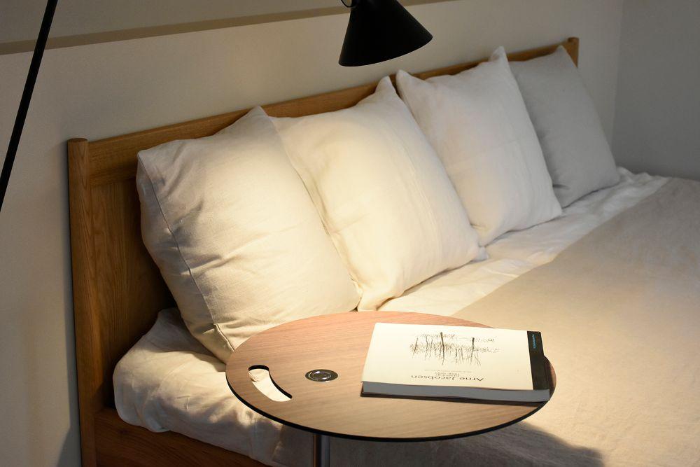 白い枕が並ぶベッド