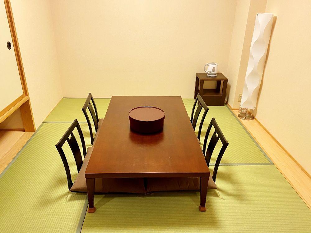 家具の置かれた畳
