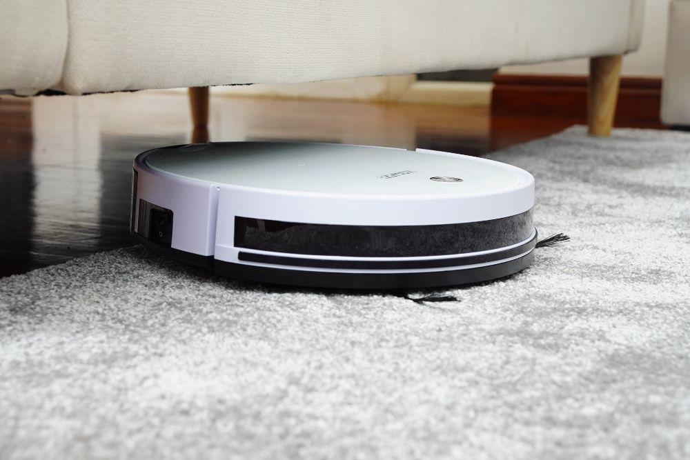 お掃除ロボットが床を掃除している様子
