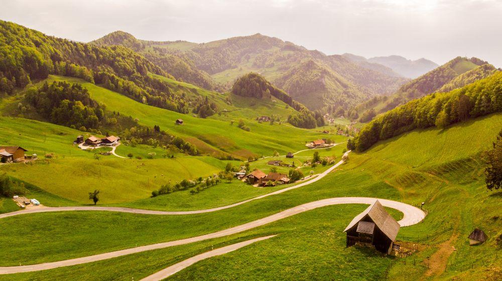 自然豊かな土地に建つ家