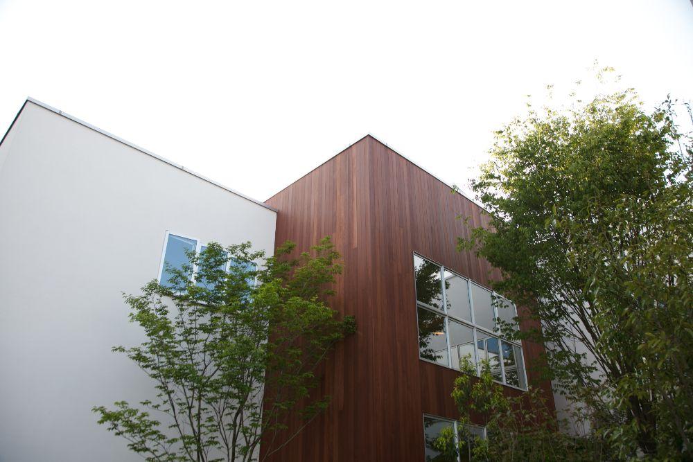 外壁に木材を使用した家